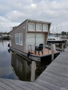 Tiny Houseboat in jachthaven