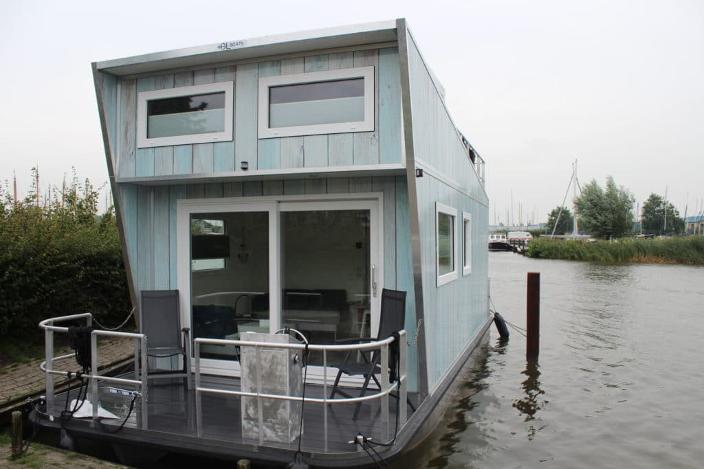 Tiny Houseboat Heeg