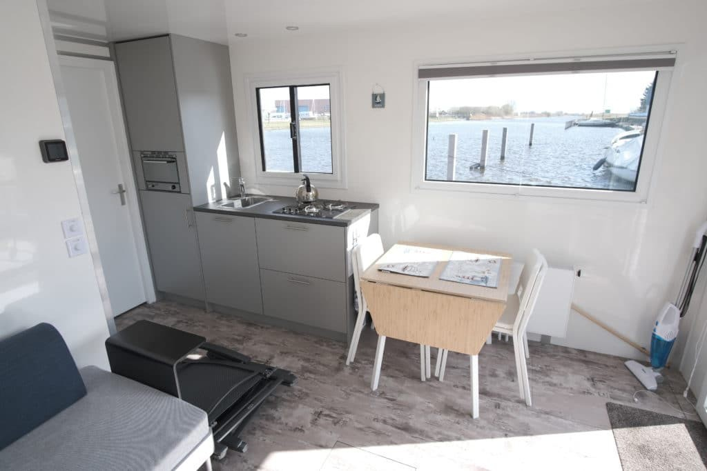 interieur Tiny Houseboat Heeg