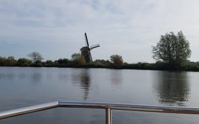 Tiny Houseboat met molen