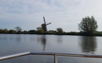 Tiny Houseboat with mill Boat rental Friesland | Enjoy on the water