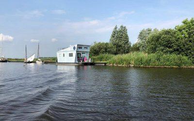 Tiny Houseboat bij Langweerder Wielen